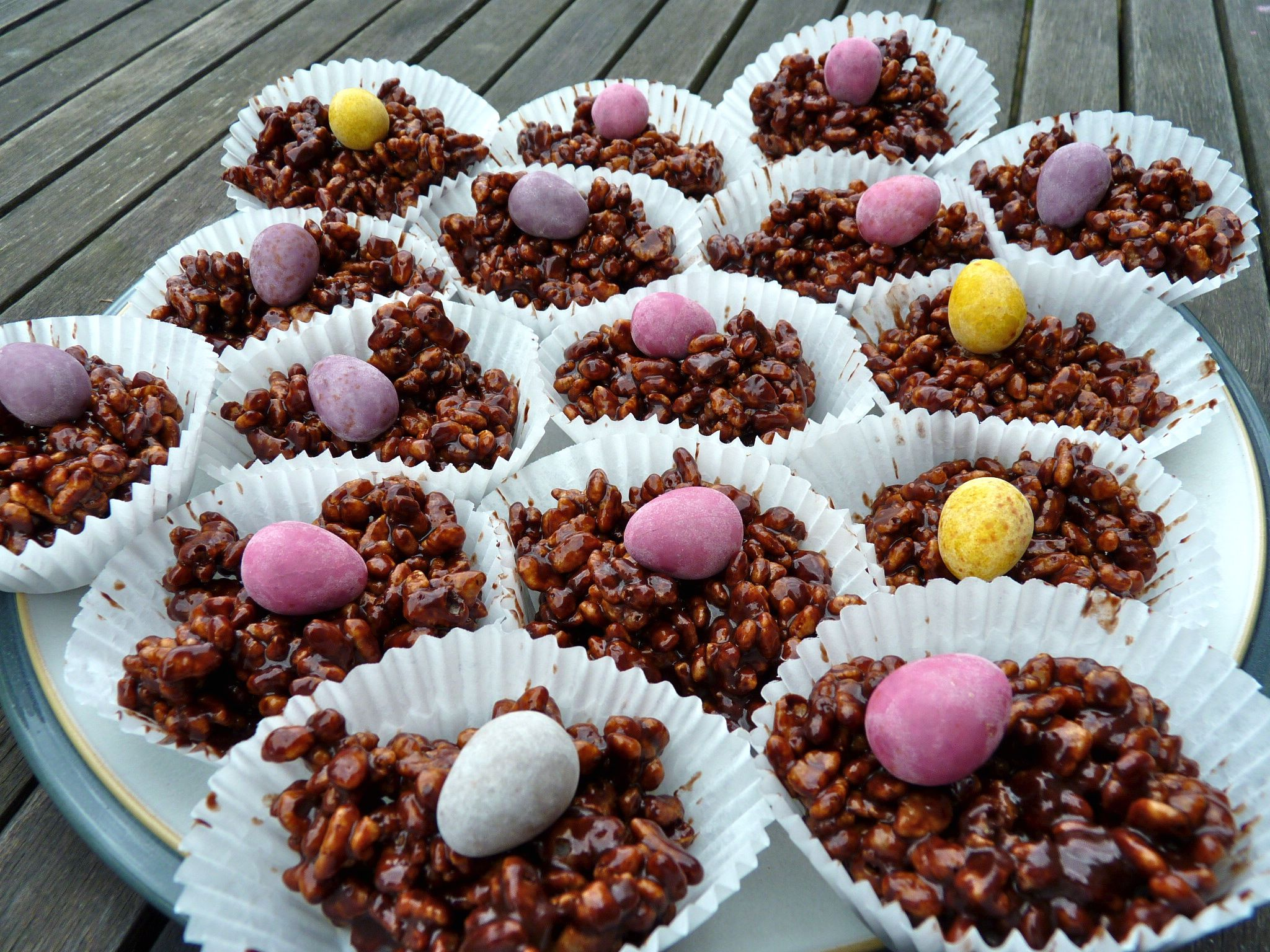http://theordinarycook.co.uk/wp-content/uploads/2010/03/crispie-cakes.jpg
